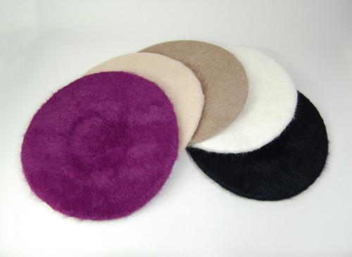 アンゴラ素材のベレー帽型